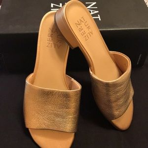 Naturalizer slip on gold leather size 7 shoes